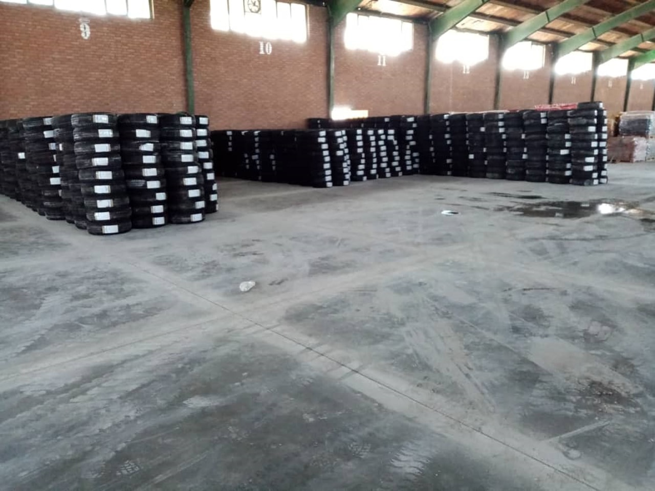 Standard flooring of Setayesh warehouse
